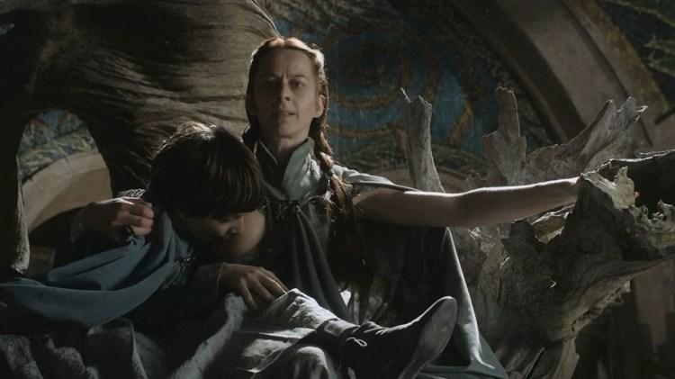 Lysa Arryn (Kate Dickie) breast-feeding her son Robyn Arryn (Lino Facioli) S1E5