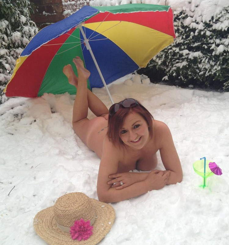 Naked in the Snow 1024
