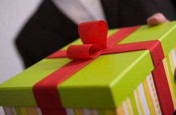 10 Most Recommended Employee Gifts: Know What You Are Giving