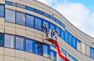 8 Essential Factors To Consider When Hiring Professional Office Cleaning Services