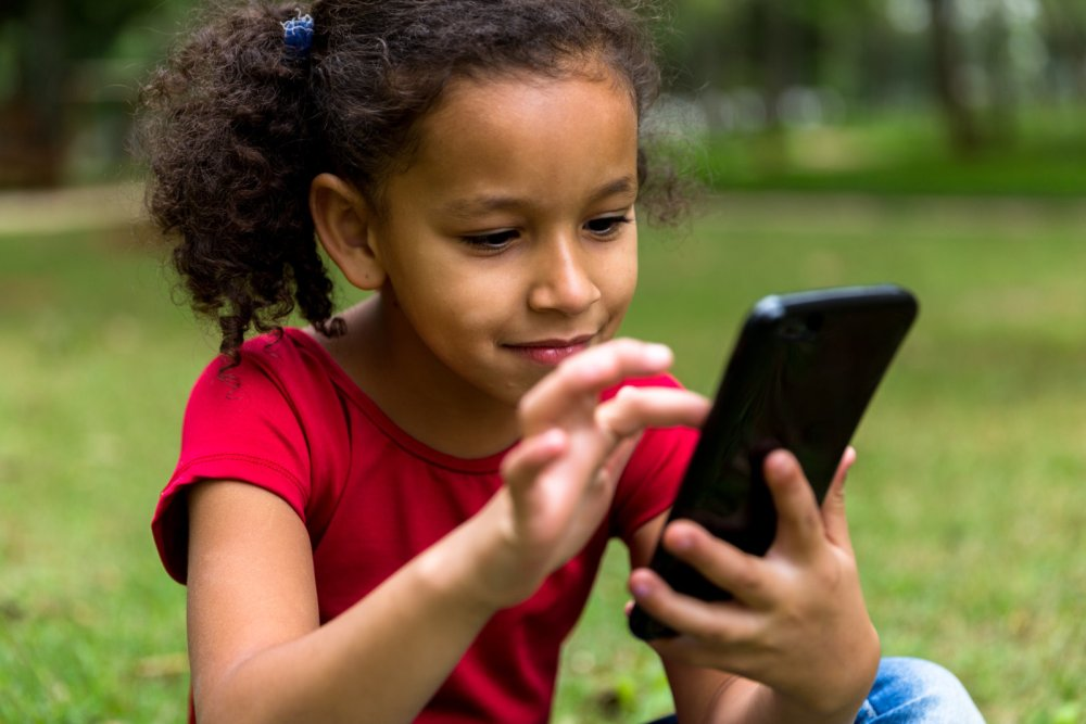 Ensure Kid's Safety From Online Predators With Parental Control App