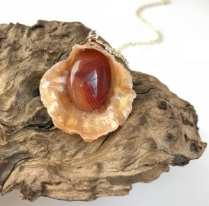 Orange Agate Shell Pendnat front view