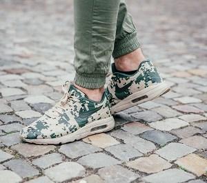 Coole khaki-grüne Nike Air Max 90. Perfekt für den kommenden Herbst.