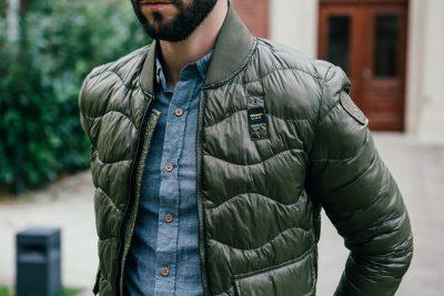 Stylische khaki-grüne Steppjacke von Blauer USA. Extrem leicht und perfekt für jeden Herbst Look.