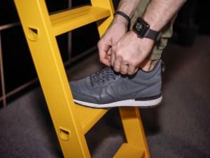 Herren Floral Print Looks passen perfekt zum Nike Internationalist High. Der perfekte Herren Sneaker für Street Looks als auch für Business Casual Outfits.