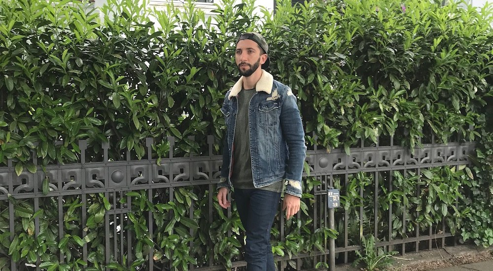 Herren Sommerjacke für 2018. Die Jeansjacke mit Fell für Männer.