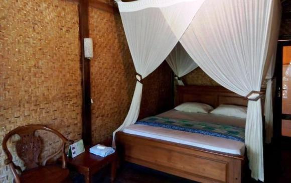 Salah satu kamar Ijen Resto and Guest House, Banyuwangi.