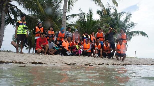 Rombongan Blogger Kepri di Pulau Ranu.