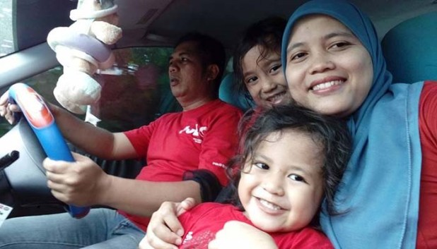 Keluarga kecil Sri Murni, Rahman Riyadi, Azka dan Kenzie.