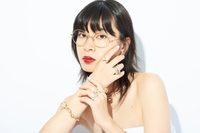 Zoff x LOVE BY e.m. eyewear collection 已率先登陸荃灣Citistore店,9月20日起全線Zoff分店有售,各HK$1,280(已包括標準鏡片、專用眼鏡盒及眼鏡布)。還有日本的とんだ林蘭(TONDABAYASHI RAN)作為形象模特兒