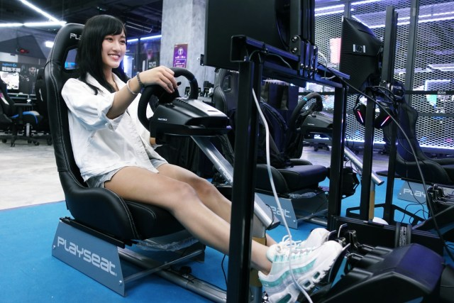 G923 TRUEFORCE 遊戲賽車軚盤及腳踏建議零售價為港幣3,999元
