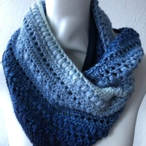 Stella Moebius Cowl Pattern ad free pdf download