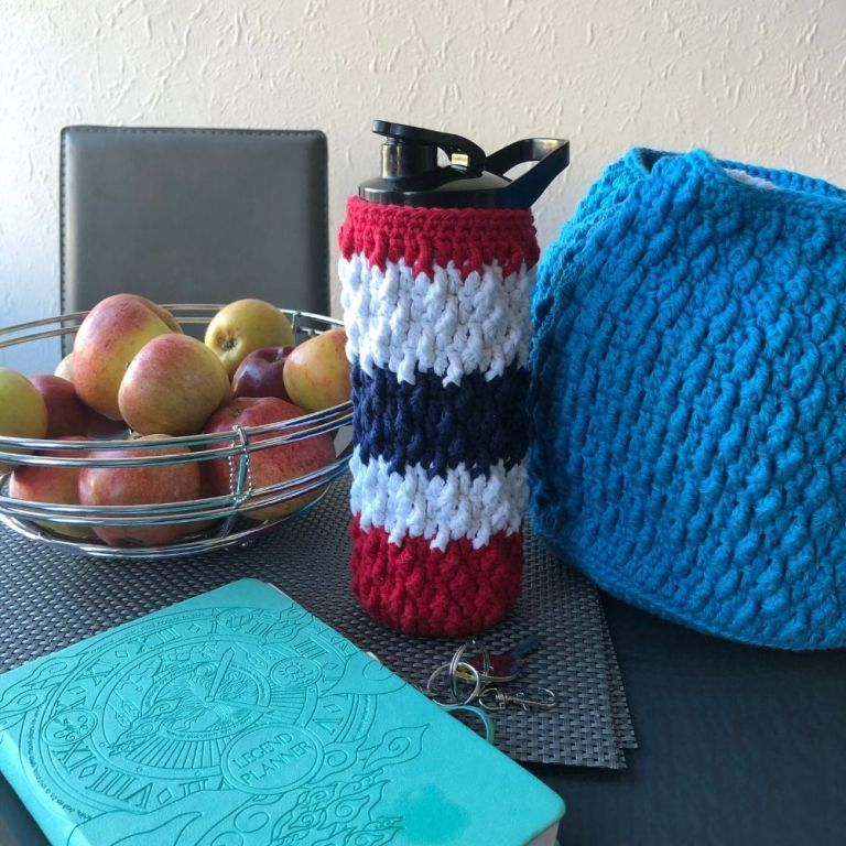Free crochet water bottle cover – Marian Bay Bottle Cosy