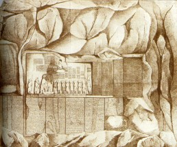 Klippen ved Behistun, det vestlige Iran, hvis inskriptioner ledte til dechifreringen af kileskriften.