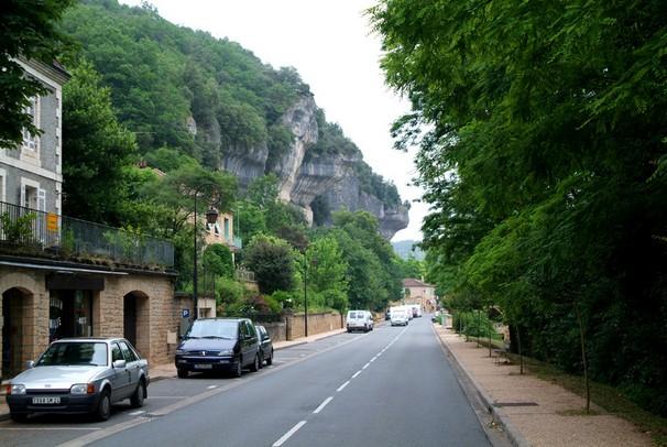 Hovedgaden i Les Eyzies