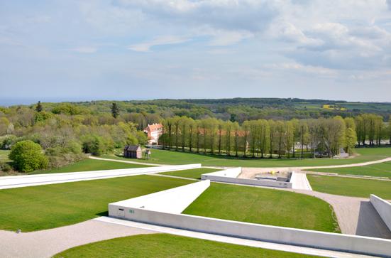 Udsigt over Moesgård slot og Aarhusbugten fra taget af Det nye Moesgaard Museum