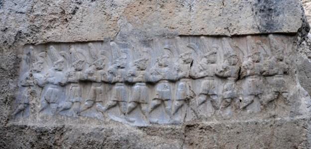 Tolv hittitiske guder fra underverdenen, Yazılıkaya, en helligdom ved Hatussa