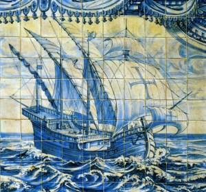 Azulejo (malet, glaseret keramik) med en portugisisk karavel. Bemærk Tempelorde-nens kors
