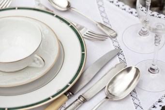 7778899182_l-art-et-la-maniere-de-dresser-une-table-correctement