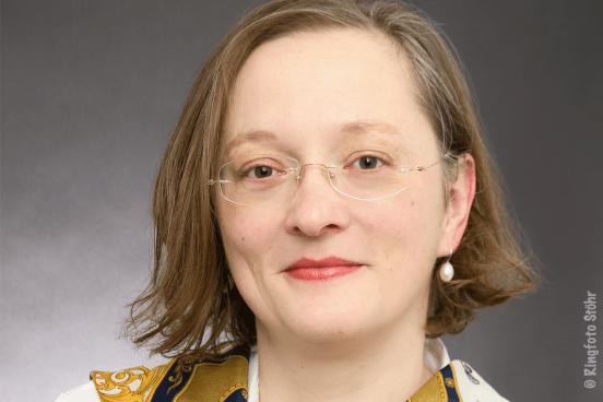 Portraitfoto von Dr. Anja Peters