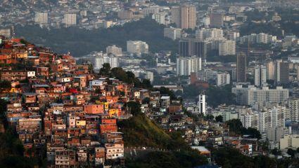 Μια αλάνα δίπλα στις φαβέλες του Ρίο!