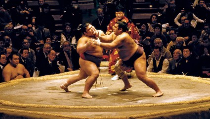 Μαρτύριο: Τι αναγκάζεται να τρώει ένας αθλητής του σούμο!