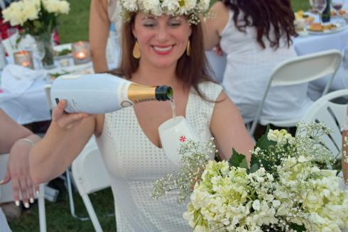 Diner en Blanc on the Memorial Champagne
