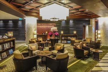 Crowne-Plaza-Bangkok--Club-Lounge-(11)