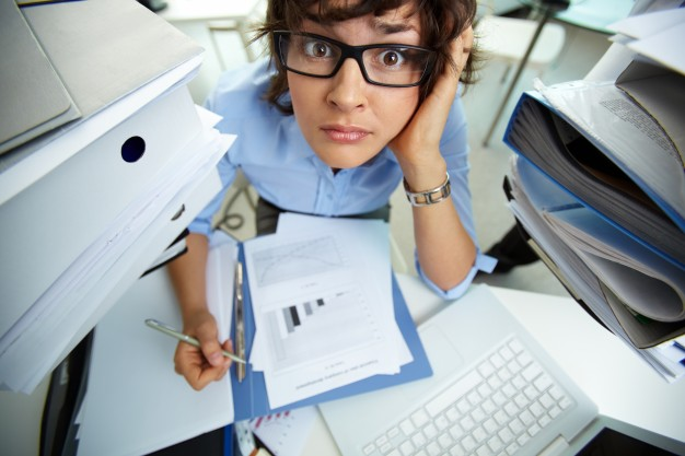 femme stressée au travail