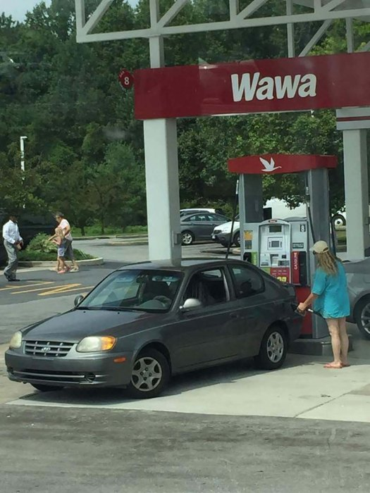 Filling Up with Gas Doing it Wrong Meme