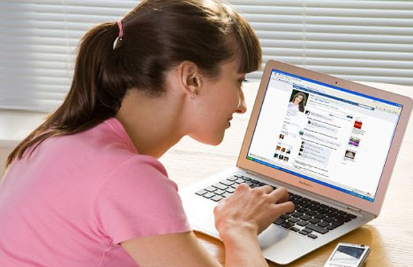 trabalho-no-facebook