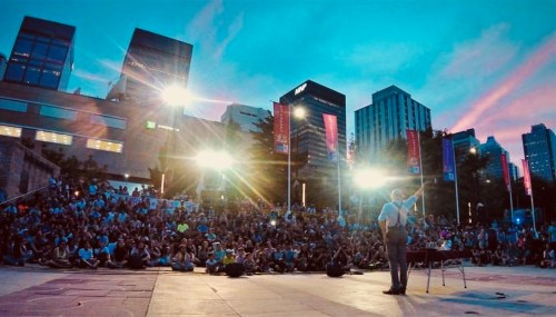 Mat Ricardo Performs on Sunset Blvd