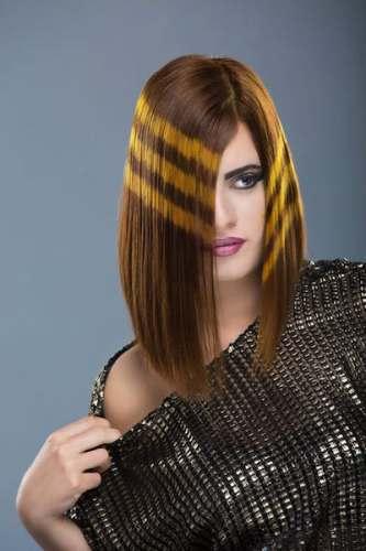 髪にツヤとまとまりがある女性