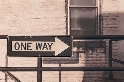 自分の道と書かれた矢印