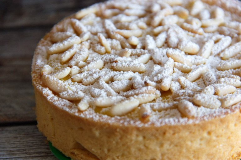 torta della nonna al limone sfornata
