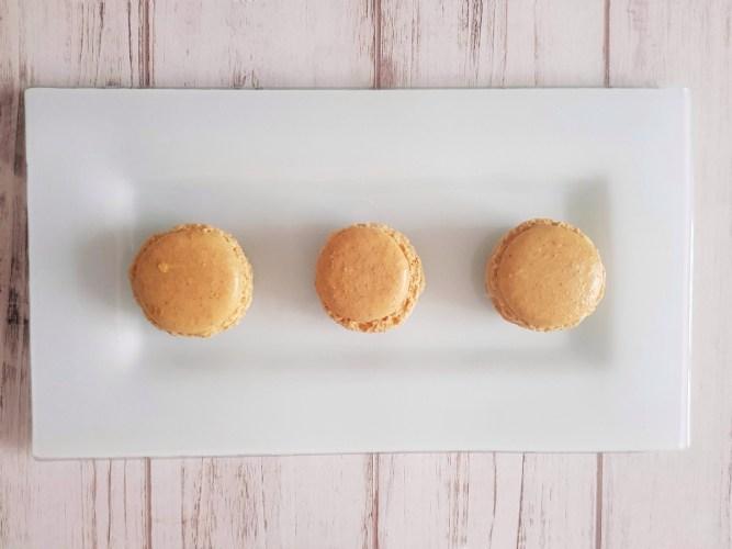 gingerbread macaron o macaron pan di zenzero