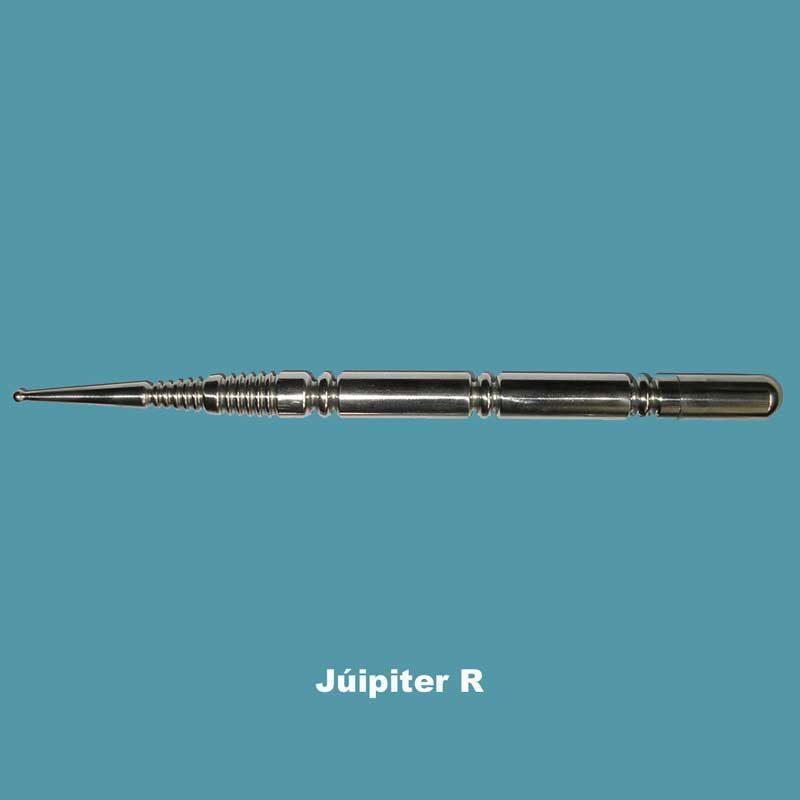 """Datos técnicos: 34.000 u/b (Med.Radiestésica). MegAcupresor """"Júpiter R"""". Acero Inox. (Paramagnético) con tratamiento bio-energético. Dimensiones: 17 cm x 10 mm Ø. Peso: 70 gr. Lleva la arandela para energizar el agua y cualquier líquido."""