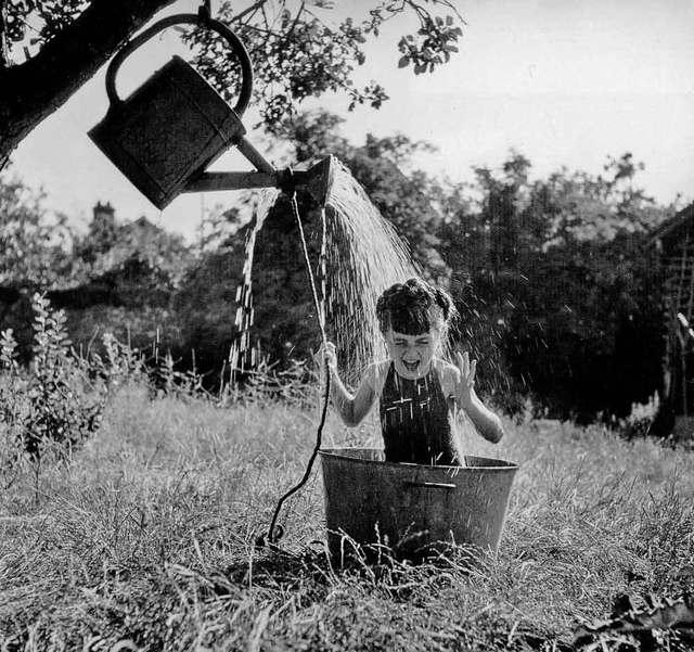 DOISNEAU-2707-Annette-aux-Roches-1945