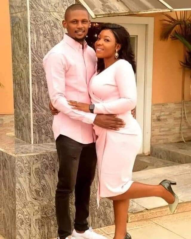 Secondary School lovers finally weds