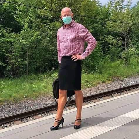 man-who-wears-skirts-online