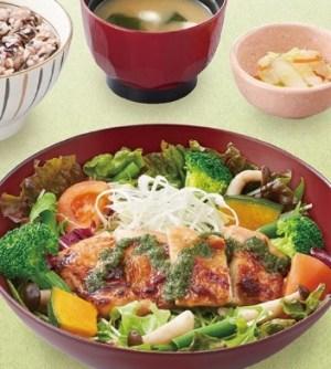 大戸屋の定食「彩り野菜と炭火焼きバジルチキン定食」