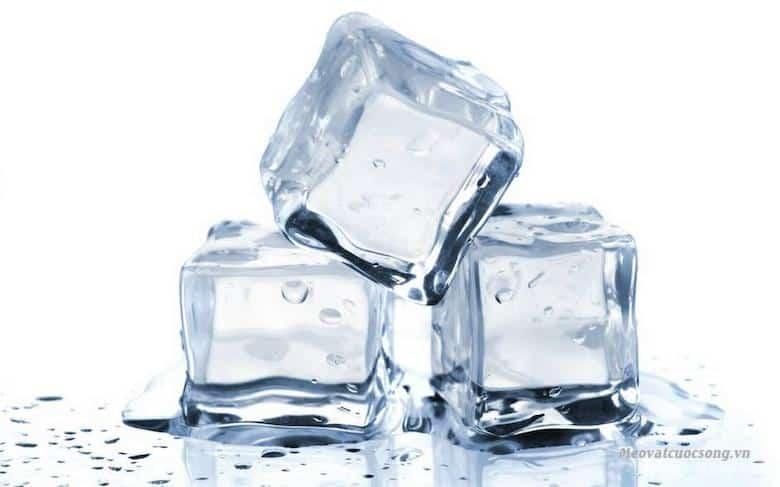 Đá lạnh giúp trị mề đay hiệu quả