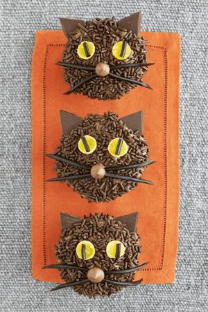 halloween black cat cupcakes