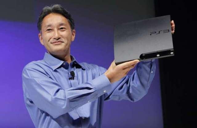 Кадзуо Хираи держит Slim-версию PS3. Глянец уступил место практичному матовому корпусу и улучшенной начинке.