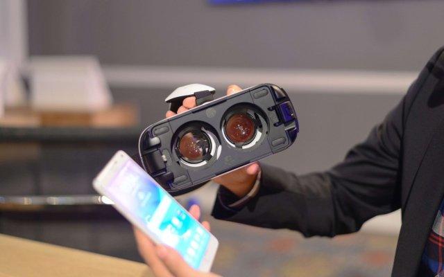 Шлем виртуальной реальности Samsung GearVR