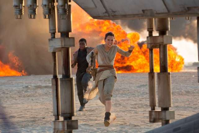 Star Wars: The Force Awakens L to R: Finn (John Boyega) and Rey (Daisy Ridley) Ph: David James ©Lucasfilm 2015