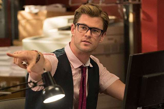 ghostbusters-pics-chris-hemsworth-pic[1]