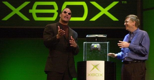Дуэйн «Скала» Джонсон и Билл Гейтс презентуют самый первый Xbox