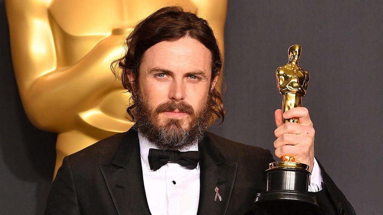 Кейси Аффлек невручит «Оскар» из-за обвинений вдомогательствах