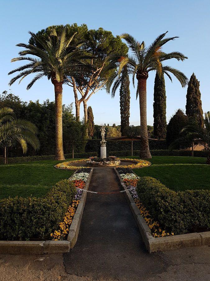 Jardínes exteriores de San Calixto